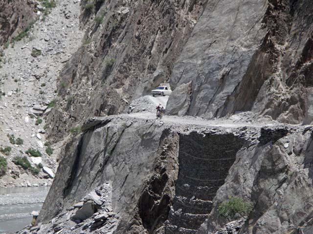 pict0131-kalash-valley-road